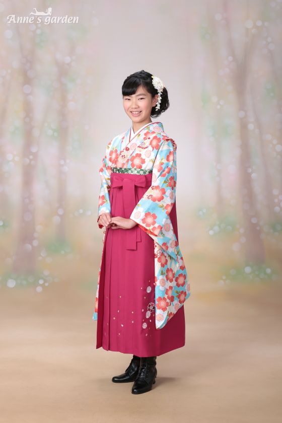 東京近郊にあるアンズガーデン新東京店で小学校卒業袴の撮影をされたお客様