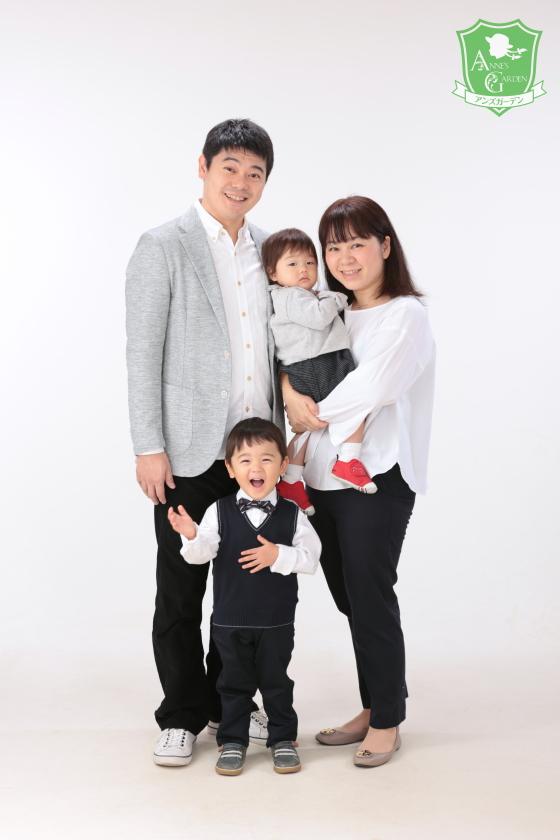 東京近郊にあるアンズガーデン新東京店で、ご家族記念の撮影をされたお客様